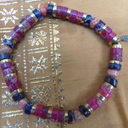 Bracelet jaspe teinté, cornaline et laiton