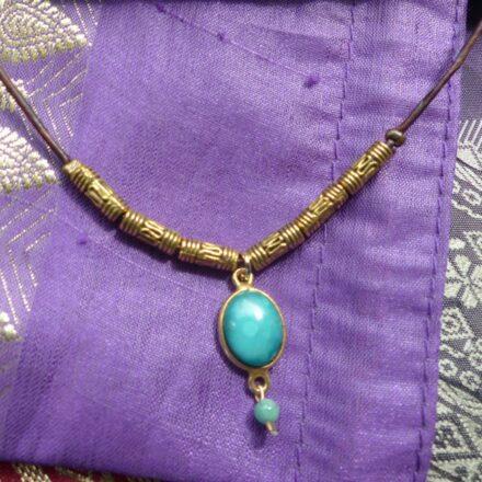 Tour de cou turquoise, opale, laiton